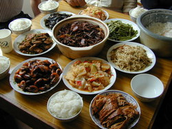 Chine : ne jamais finir les plats !