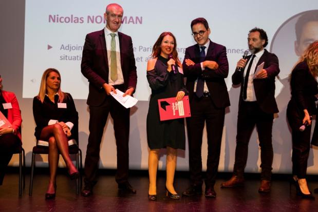 Elise Maureil, au centre, reçoit le prix de l'entrepreneure de l'année, le 4 novembre dernier.
