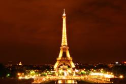 Crédit : Paris la nuit par Shutterstock