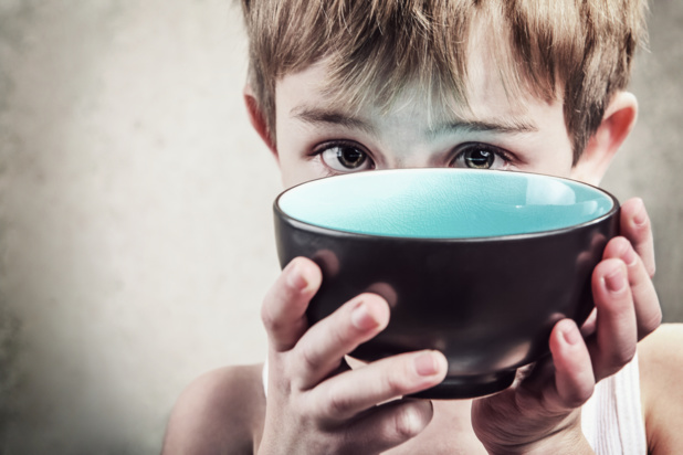 Crédit : enfant pauvre par Shutterstock