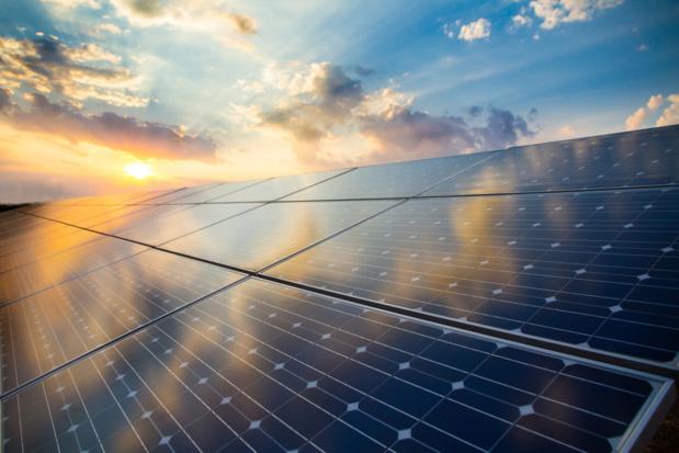 Crédit : panneaux photovoltaïques par Shutterstock