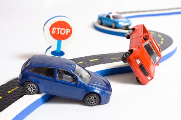 Crédit : accident de la route par Shutterstock