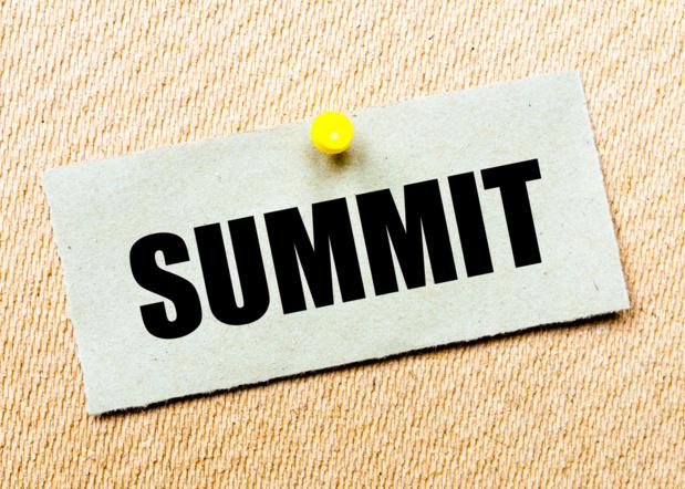 Crédit : sommet économique par Shutterstock