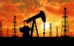 La hausse de la production pétrolière pèse à nouveau sur les cours du baril
